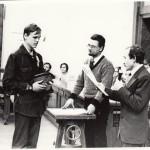Команда ФМШ №18 (капитан М.Шмаков) получает переходящий приз Турнира. Вручают Ю.М. Лоскутов и Е.Н.Юносов 1982 г.